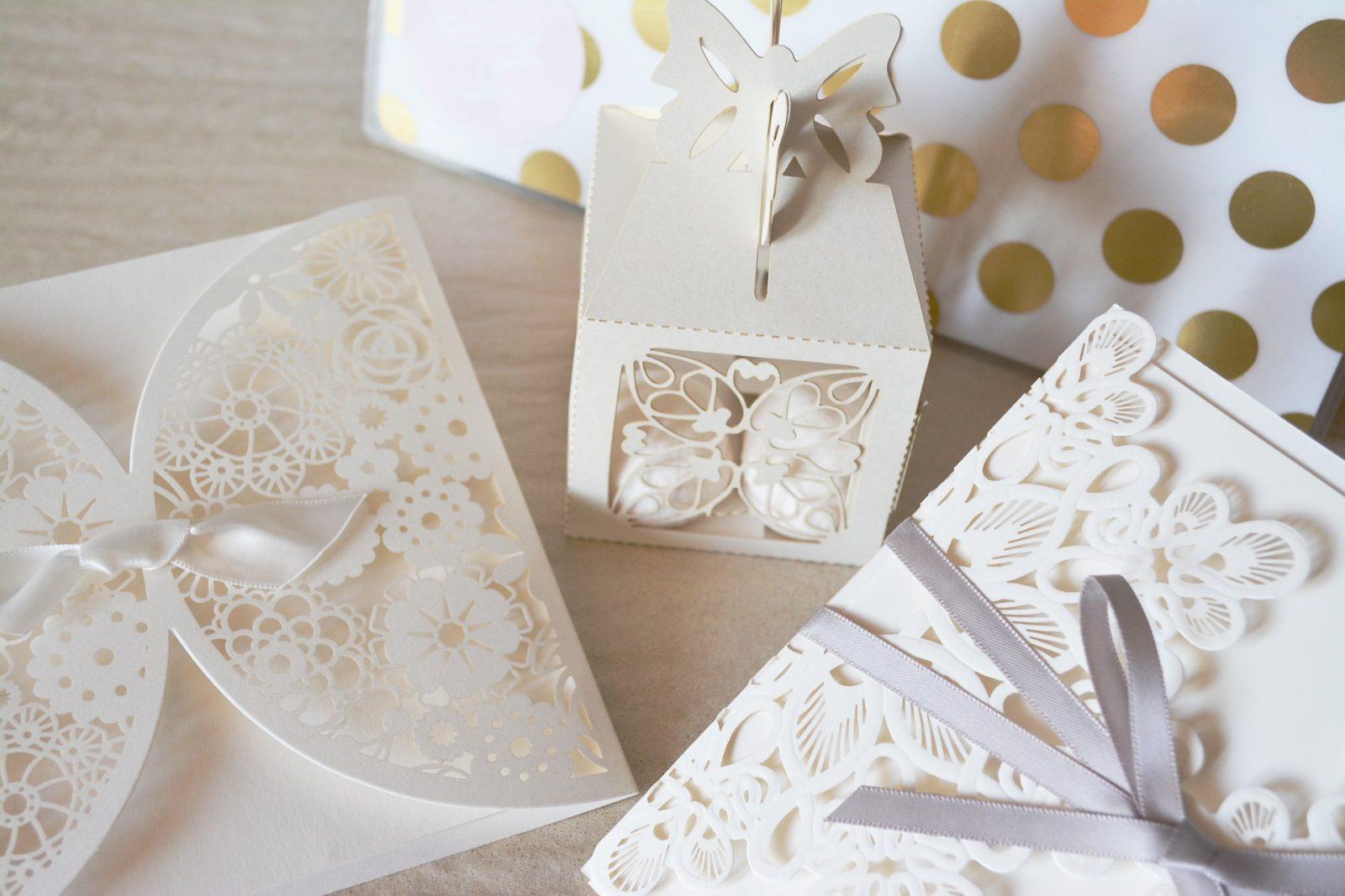 Hochzeitseinladungen mit Spitze sind der neuste Trend