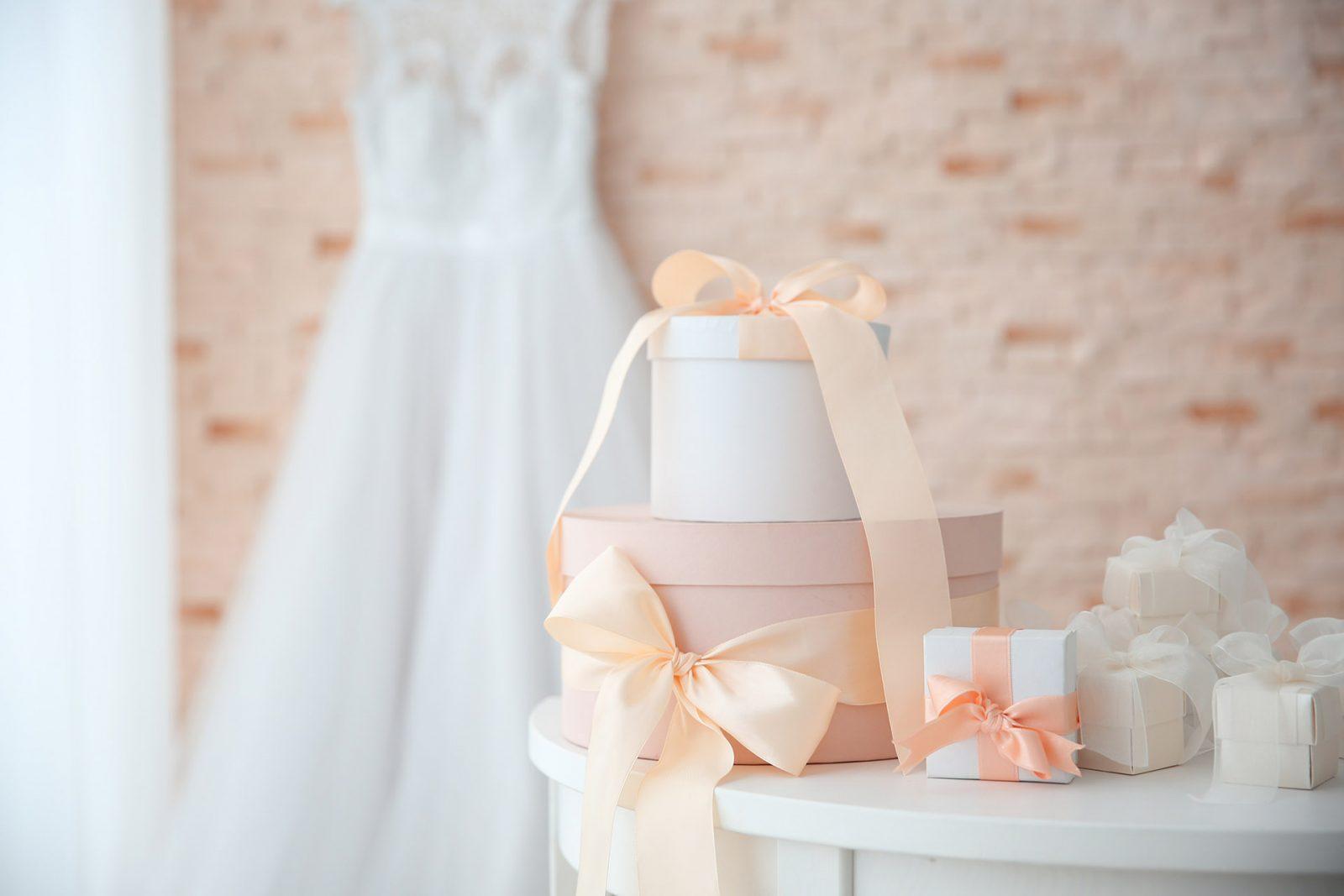 Hochzeitsgeschenke für das Brautpaar. Persönliches Hochzeitsgeschenke für das Brautpaar
